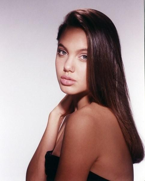 Первая фотосессия Анджелины Джоли. 1989 год. Изображение №6.