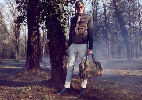 Кампании: Dior, Versace, Gucci и Burberry. Изображение № 35.
