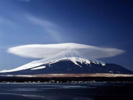 Лентикулярные облака. Изображение № 2.
