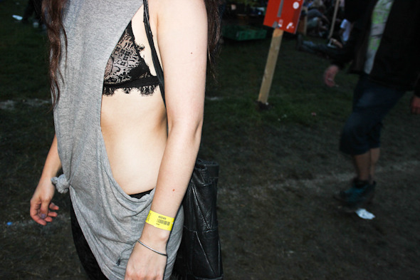 Индейские перья, фуражки и перстни: Люди на фестивале Roskilde. Изображение № 34.