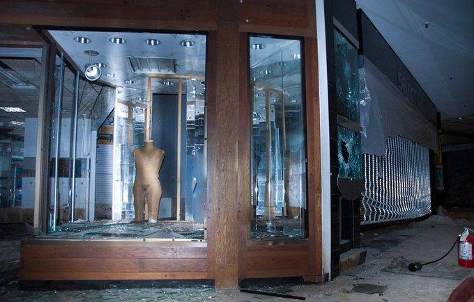Фото: заброшенный торговый центр в США. Изображение № 3.