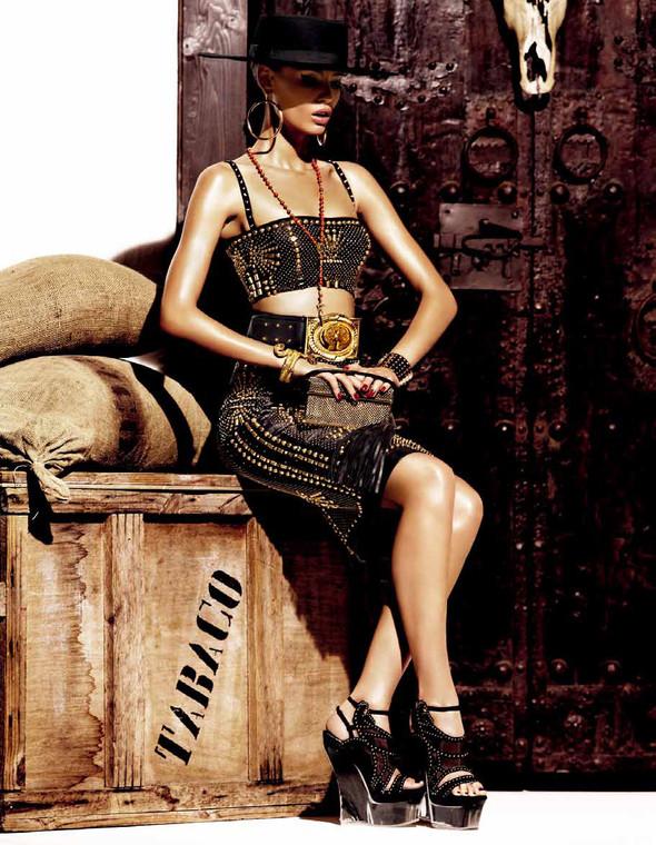 Съёмка: Бьянка Балти для Vogue. Изображение № 8.