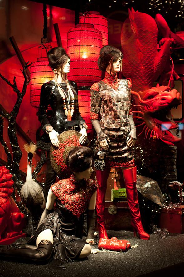 10 праздничных витрин: Робот в Agent Provocateur, цирк в Louis Vuitton и другие. Изображение № 18.