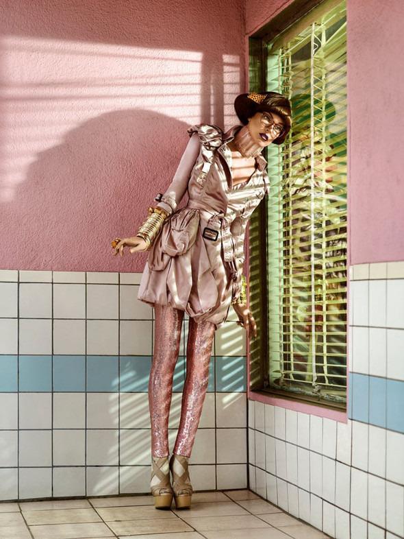 Космос рядом: модные съемки к выходу фильма «Прометей». Изображение №36.