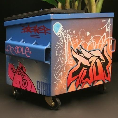 Настольные граффити-контейнеры для цветов и всякой всячины. Изображение № 9.