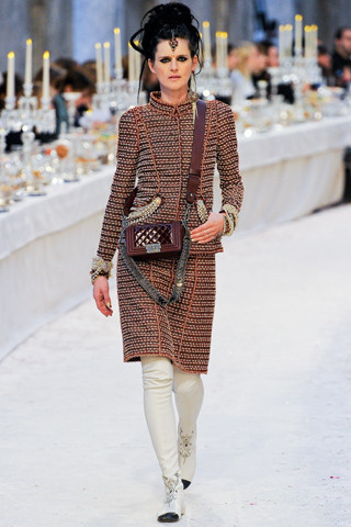Chanel показали пре-осеннюю коллекцию. Изображение № 1.