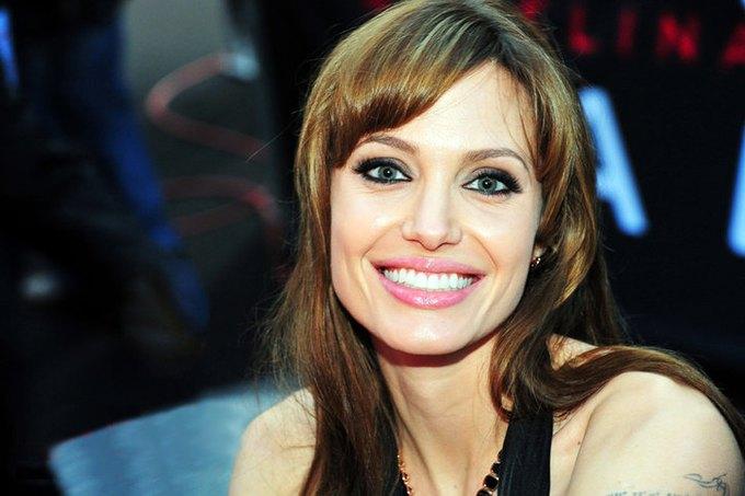 Анджелина Джоли — первая знаменитость, выпадающая по запросу в Google. Изображение № 1.
