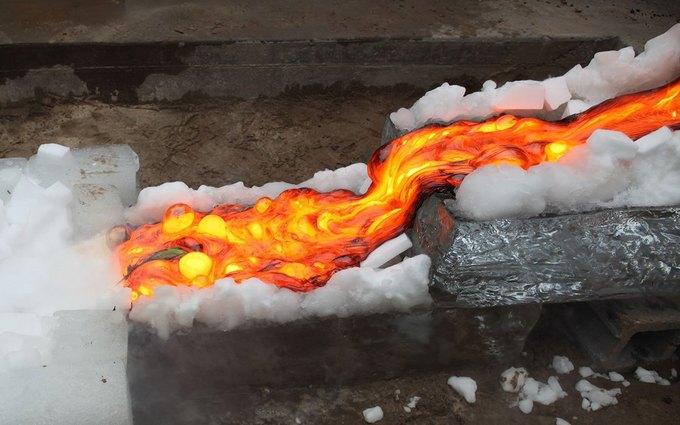 Повара приготовили стейк на искусственной лаве с температурой 1149 °С . Изображение № 5.