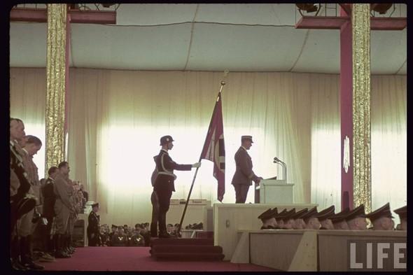 100 цветных фотографий третьего рейха. Изображение №19.