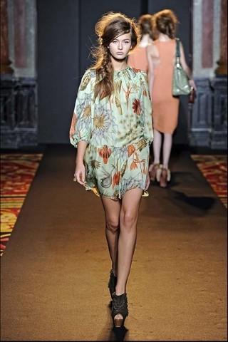Алена Ахмадуллина на Парижской неделе моды. Изображение № 6.