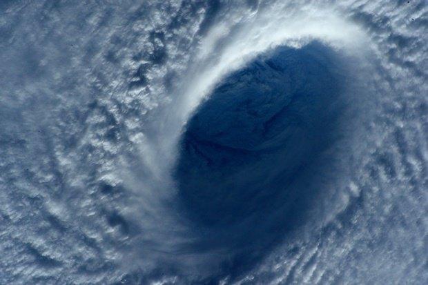 Фото дня: супертайфун Майсак с борта МКС. Изображение № 5.