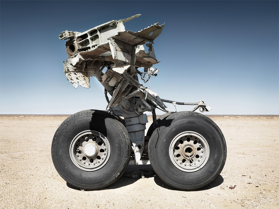 Кладбище самолётов  в выжженной пустыне . Изображение № 3.