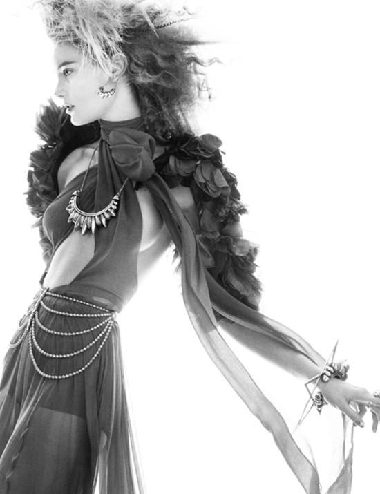 Съемка: Моника Ягачак для Numero #126. Изображение № 6.