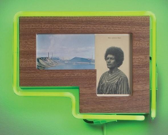 """Старые фотографии аборигенов и неоновые трубки в фотоинсталляции """"Рай"""". Изображение № 13."""