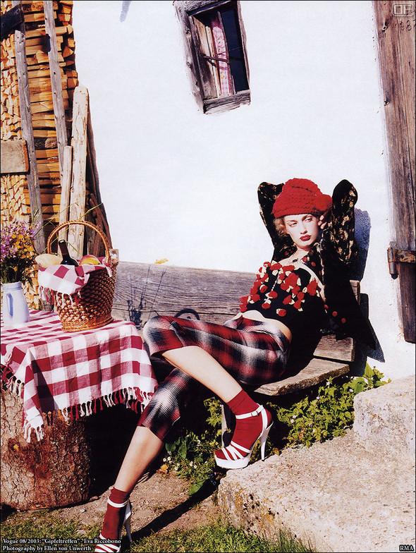 Архивная съёмка: Эллен фон Унверт для немецкого Vogue, 2003. Изображение № 4.