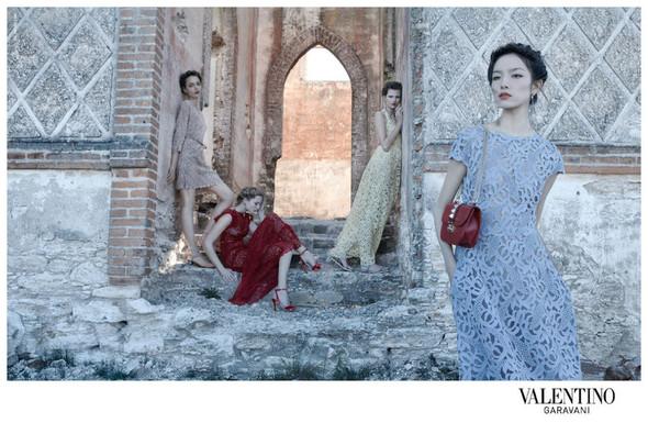 Кампания: Valentino SS 2012. Изображение № 3.