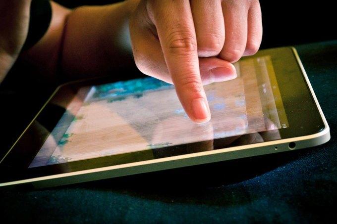 Apple запатентовала технологию определения силы нажатия на экран. Изображение № 1.