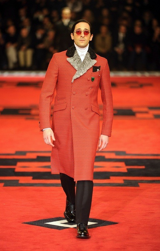 Марш джентельменов: звезды кино в мужской коллекции Prada. Изображение № 5.