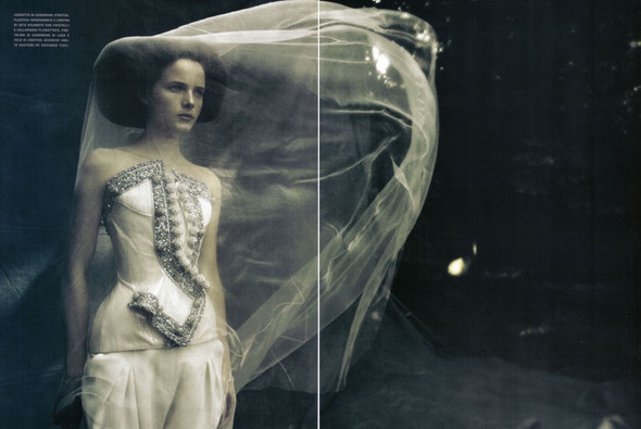 A Dream Of A Dress. Vogue Italia September 2009. Изображение № 2.