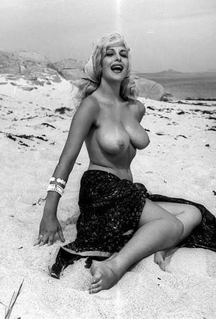 Части тела: Обнаженные женщины на фотографиях 50-60х годов. Изображение № 78.