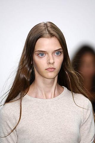 Маша Тельна – модель судивительно большими глазами. Изображение № 7.