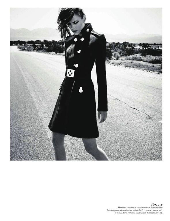 Съёмка: Аризона Мьюз, Лара Стоун, Наташа Поли и другие модели во французском Vogue. Изображение № 38.
