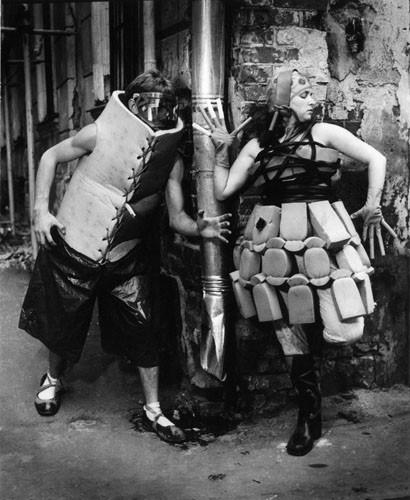 Фотоcессия скостюмами Ирэн Бурмистровой дляжурналов «Театральная жизнь» иThe Face. 1988. Фото: Илья Пиганов. Изображение № 8.
