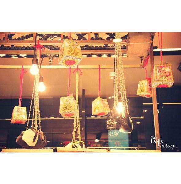 10 праздничных витрин: Робот в Agent Provocateur, цирк в Louis Vuitton и другие. Изображение № 90.