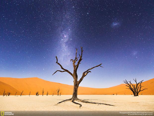 Ночь над глинистой пустошью Дэдвли (Намибия) / Автор: Beth McCarley. Изображение № 6.
