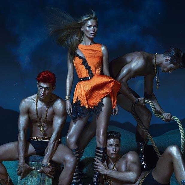 Вышли превью кампаний Versace, Dolce & Gabbana и других марок. Изображение № 12.