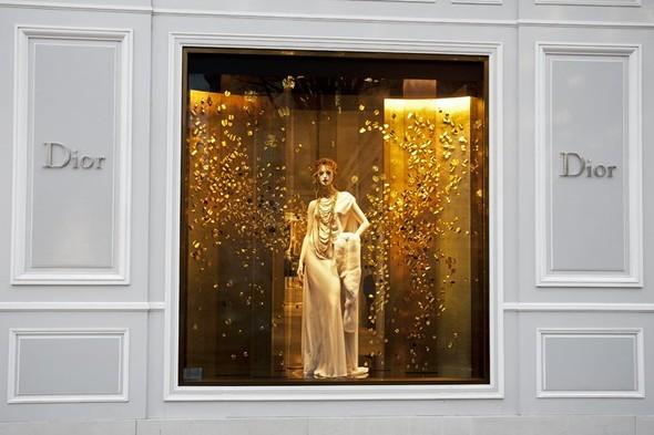 10 праздничных витрин: Робот в Agent Provocateur, цирк в Louis Vuitton и другие. Изображение № 104.