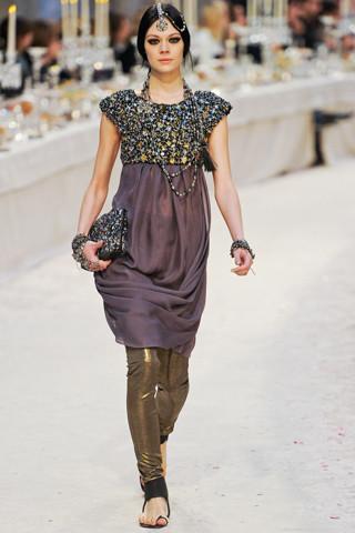 Chanel показали пре-осеннюю коллекцию. Изображение № 52.