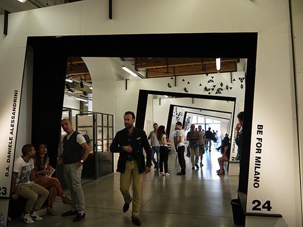 Павильон L'Altro Uomo — один из самых интересных и по устройству, и по составу участников. Изображение № 11.