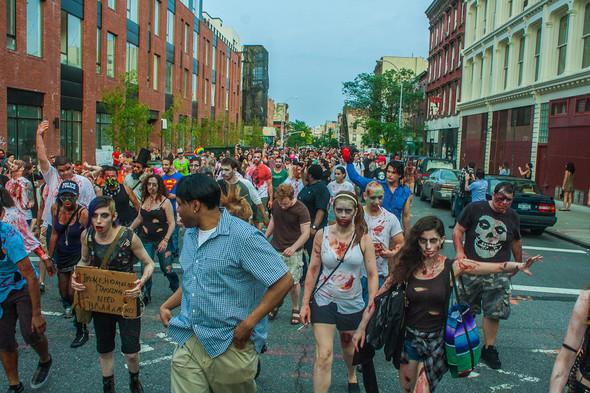 Зомби парад в Нью Йорке. NYC Zombie Crawl.. Изображение № 17.