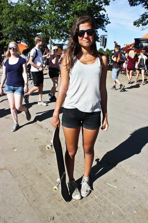 Индейские перья, фуражки и перстни: Люди на фестивале Roskilde. Изображение №42.