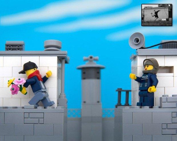 Работы Бэнкси воссоздали в конструкторе LEGO. Изображение № 1.