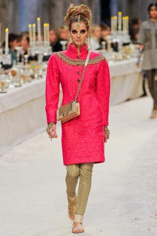 Chanel показали пре-осеннюю коллекцию. Изображение № 35.