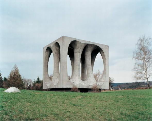 ЯнКемпенаэрс. Югославские споменики. Изображение № 8.