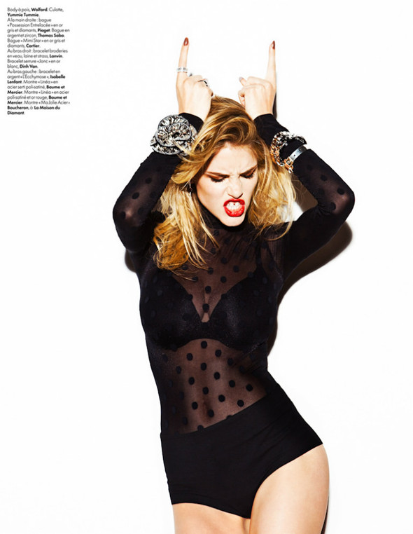 Съёмка: Эшли Смит для Elle. Изображение № 5.
