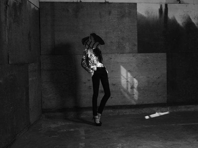 Вышла новая женская кампания Saint Laurent Paris Эди Слимана. Изображение № 1.