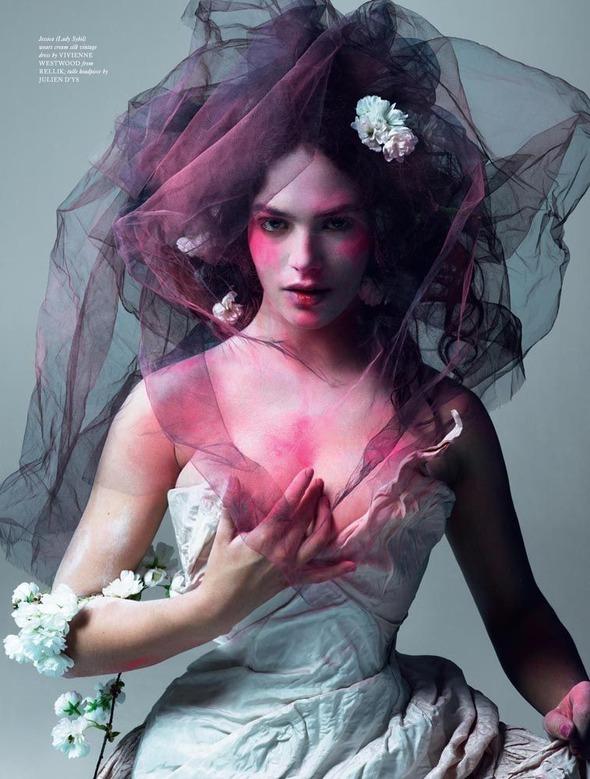 Стоп-кадр: Новые съемки Love, Russh, Vogue и V. Изображение № 31.