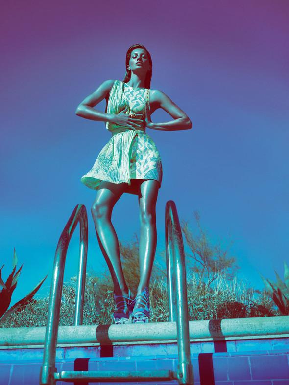 Кампания: Жизель Бундхен для Versace SS 2012. Изображение № 5.