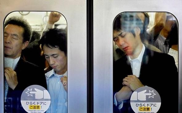 Час пик в метро. Токио. Изображение № 3.