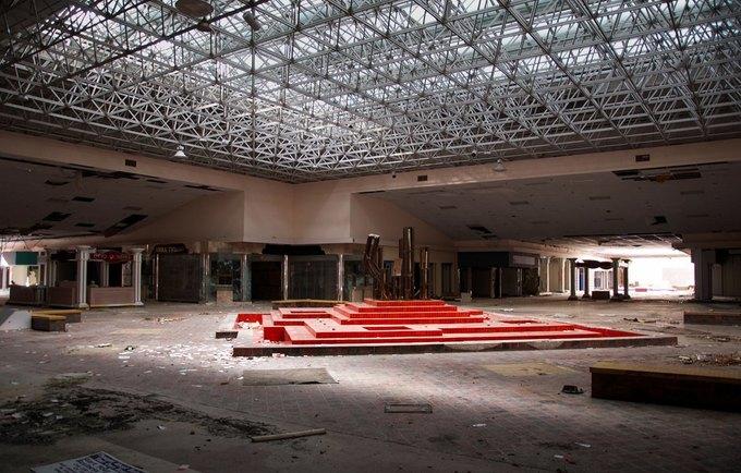 Фото: заброшенный торговый центр в США. Изображение № 2.