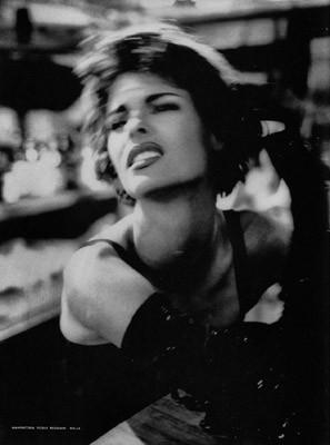 Архивная съёмка: Линда Евангелиста и Тони Уорд для Dolce & Gabbana FW 1990. Изображение № 5.