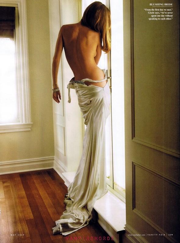 Жизель Бюндхен вмайском Vanity Fair. Изображение № 6.