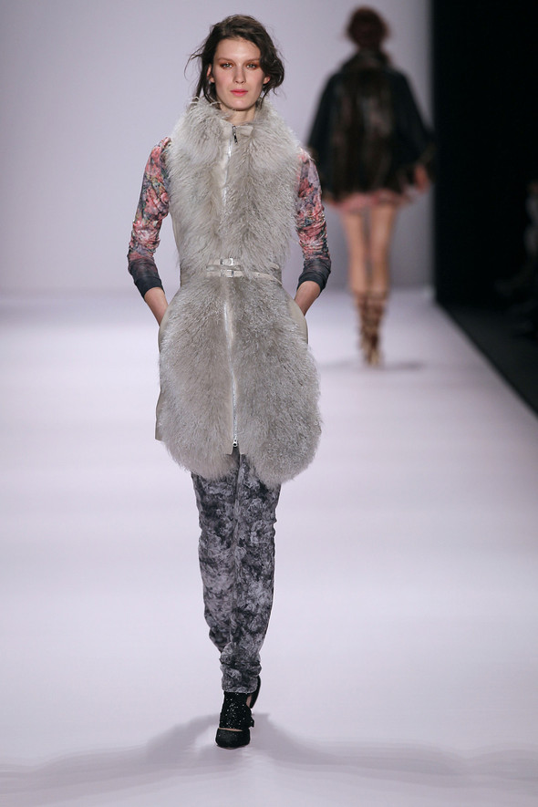 Berlin Fashion Week A/W 2012: Escada Sport. Изображение № 5.