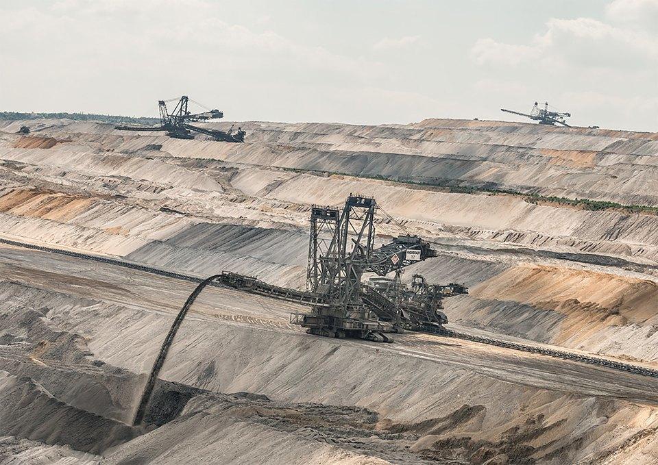 Захватывающие фотографии огромной угольной шахты. Изображение № 11.