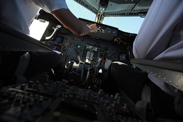 Фотографии изблогакомандира воздушного судна, который снимает про свою работу, рассказывает про детали полетов, про работу самолета ииллюстрирует это. Тот случай, когда профессионал-инсайдер может снять лучше фотографа.. Изображение № 8.