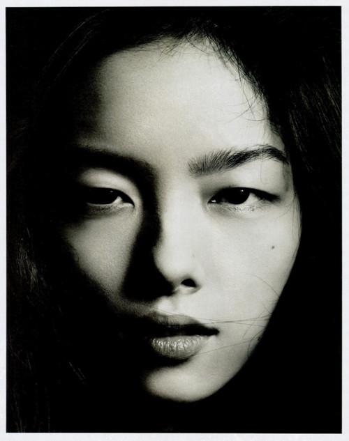Фотосессия Лиу Вен и Фей Фей Сун для Vogue China. Изображение № 4.
